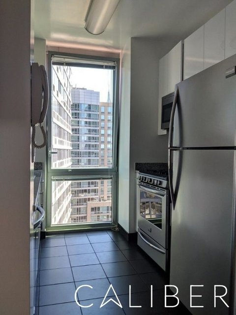 1 Bedroom, Hell's Kitchen Rental in NYC for $3,933 - Photo 2
