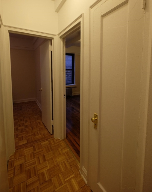 2 Bedrooms, Washington Heights Rental in NYC for $2,199 - Photo 2