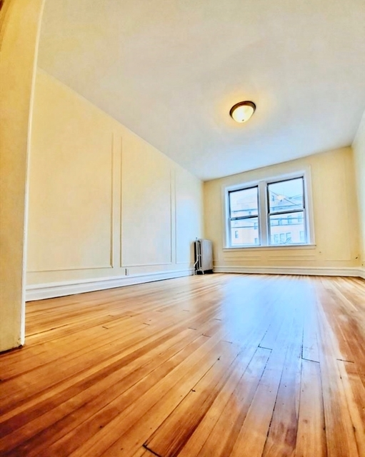 3 Bedrooms, Astoria Rental in NYC for $3,199 - Photo 2