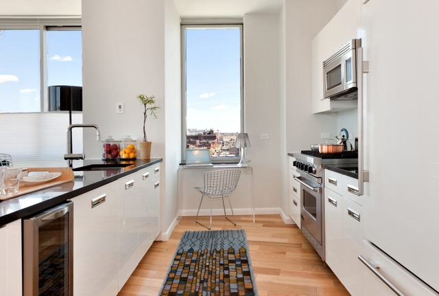 3 Bedrooms, Hunters Point Rental in NYC for $7,295 - Photo 1