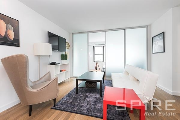 3 Bedrooms, Lenox Hill Rental in NYC for $7,000 - Photo 2