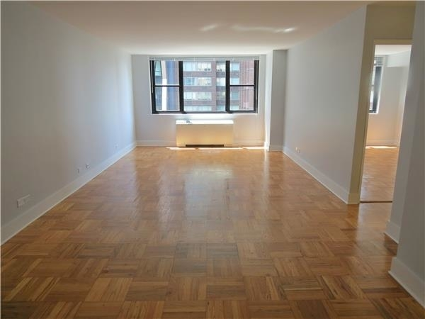 2 Bedrooms, Hell's Kitchen Rental in NYC for $4,853 - Photo 1