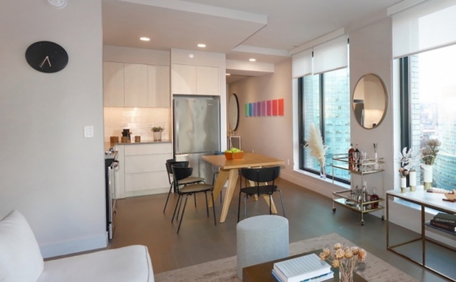2 Bedrooms, Long Island City Rental in NYC for $4,396 - Photo 2