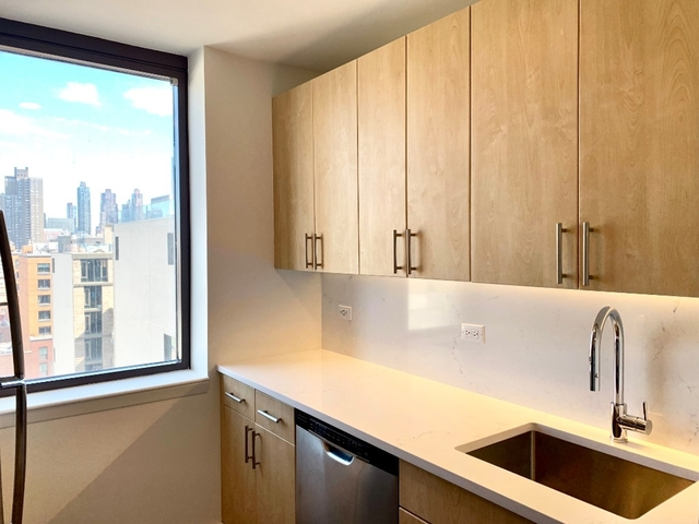 2 Bedrooms, Hell's Kitchen Rental in NYC for $4,390 - Photo 2