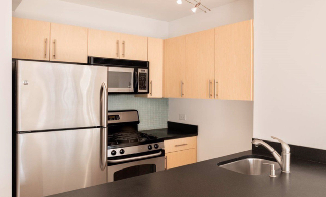 3 Bedrooms, Chelsea Rental in NYC for $5,595 - Photo 2