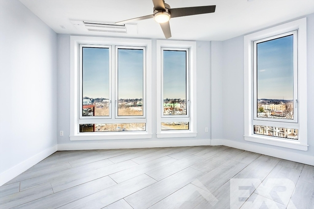 2 Bedrooms, City Line Rental in NYC for $2,450 - Photo 1