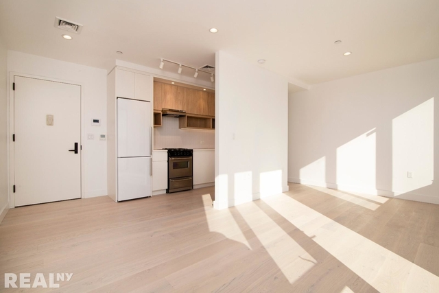 Studio, Hunters Point Rental in NYC for $3,100 - Photo 2
