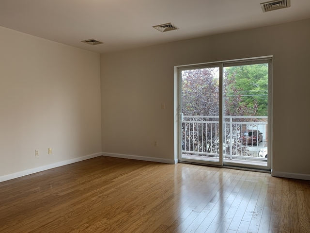 3 Bedrooms, Throgs Neck Rental in NYC for $2,500 - Photo 2