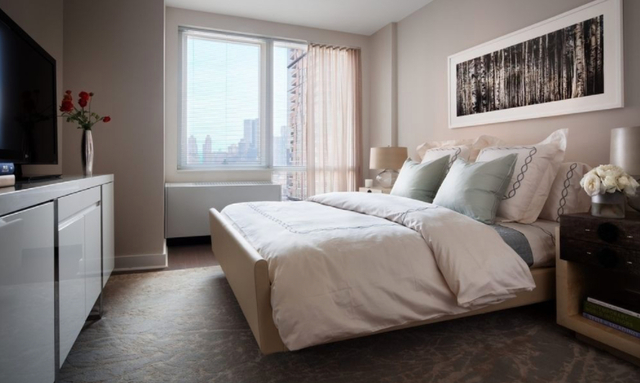 2 Bedrooms, Hell's Kitchen Rental in NYC for $6,390 - Photo 2