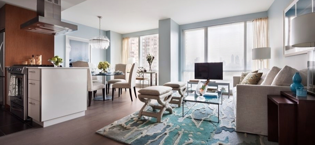 2 Bedrooms, Hell's Kitchen Rental in NYC for $6,390 - Photo 1