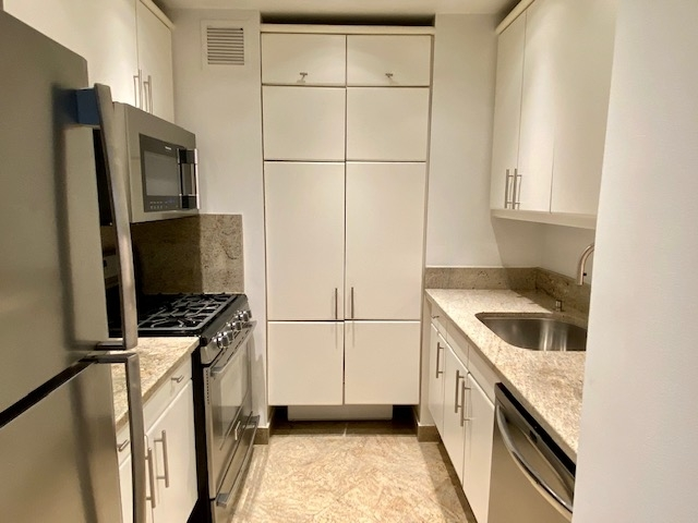 1 Bedroom, Theater District Rental in NYC for $4,475 - Photo 2