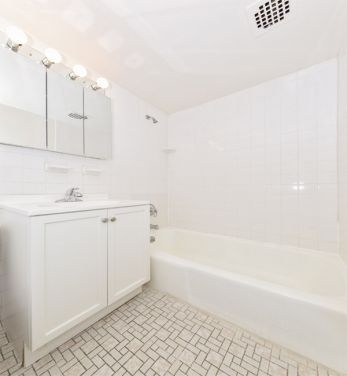1 Bedroom, Sutton Place Rental in NYC for $3,350 - Photo 2