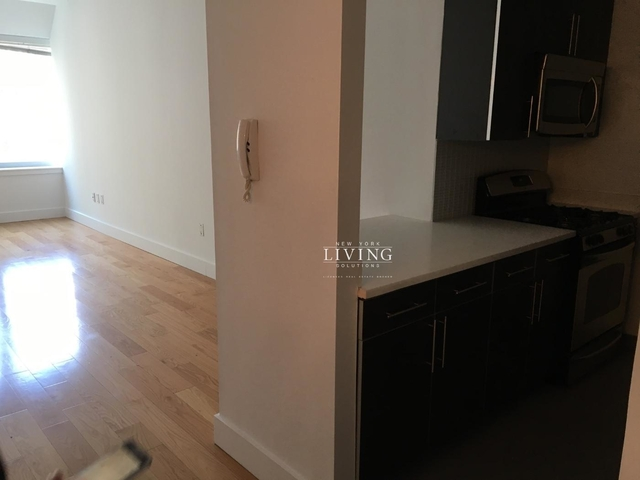 2 Bedrooms, Financial District Rental in NYC for $5,000 - Photo 2