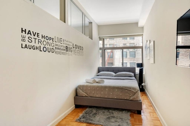 Studio, Financial District Rental in NYC for $2,900 - Photo 2