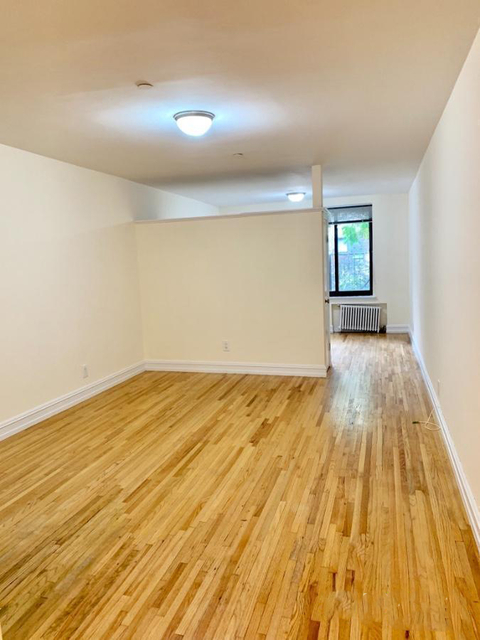 1 Bedroom, Yorkville Rental in NYC for $2,365 - Photo 2