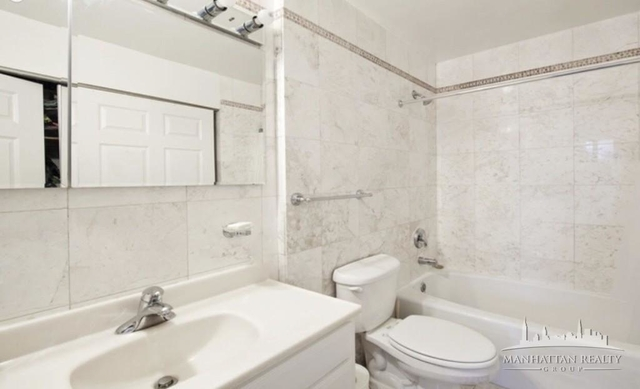 1 Bedroom, Hell's Kitchen Rental in NYC for $3,190 - Photo 2