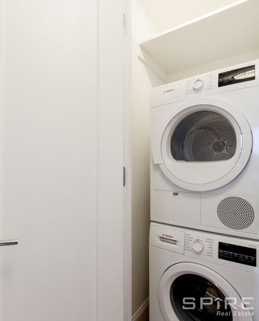 2 Bedrooms, Yorkville Rental in NYC for $5,333 - Photo 2