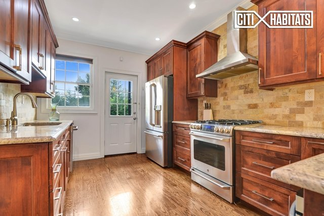 3 Bedrooms, Forest Hills Rental in NYC for $4,500 - Photo 2