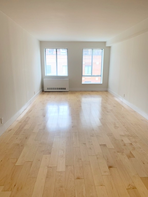 2 Bedrooms, Hell's Kitchen Rental in NYC for $6,190 - Photo 2