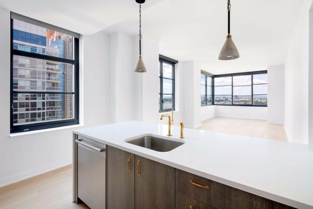 2 Bedrooms, Hell's Kitchen Rental in NYC for $5,420 - Photo 1