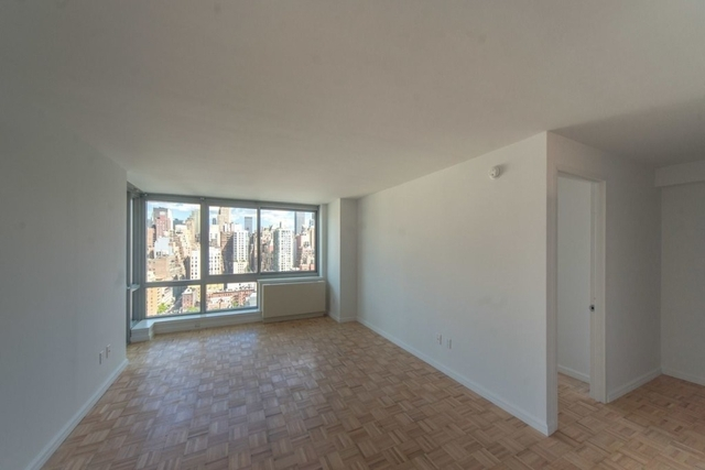 2 Bedrooms, Hell's Kitchen Rental in NYC for $5,115 - Photo 2
