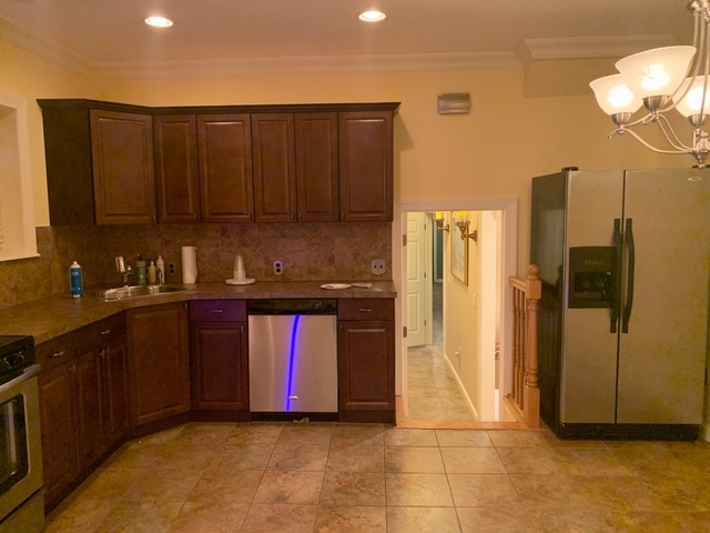 2 Bedrooms, Gravesend Rental in NYC for $1,850 - Photo 1