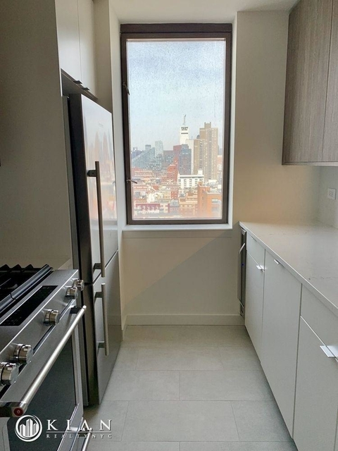 2 Bedrooms, Hell's Kitchen Rental in NYC for $4,375 - Photo 2