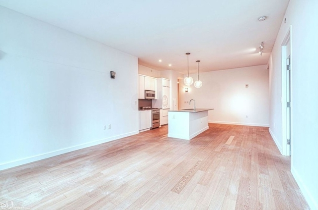 3 Bedrooms, Financial District Rental in NYC for $7,746 - Photo 2