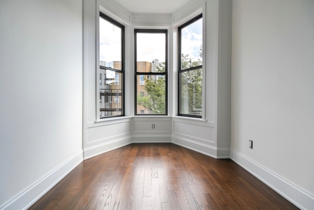 2 Bedrooms, Greenpoint Rental in NYC for $3,650 - Photo 1