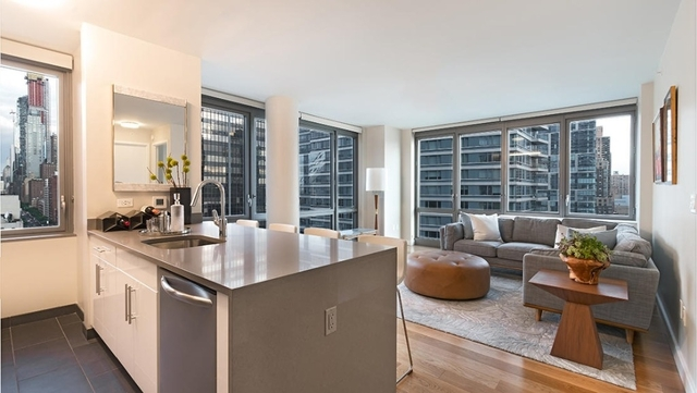3 Bedrooms, Hell's Kitchen Rental in NYC for $7,000 - Photo 1