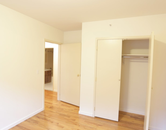 2 Bedrooms, Long Island City Rental in NYC for $2,538 - Photo 2