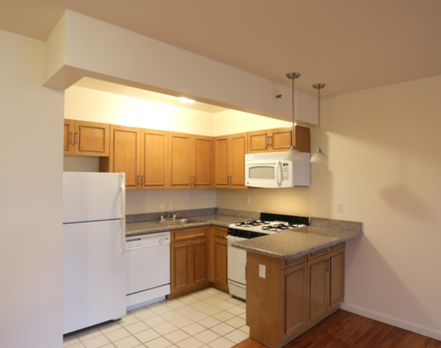 2 Bedrooms, Long Island City Rental in NYC for $2,538 - Photo 1