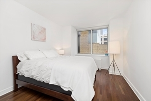 2 Bedrooms, Lincoln Square Rental in NYC for $4,849 - Photo 2