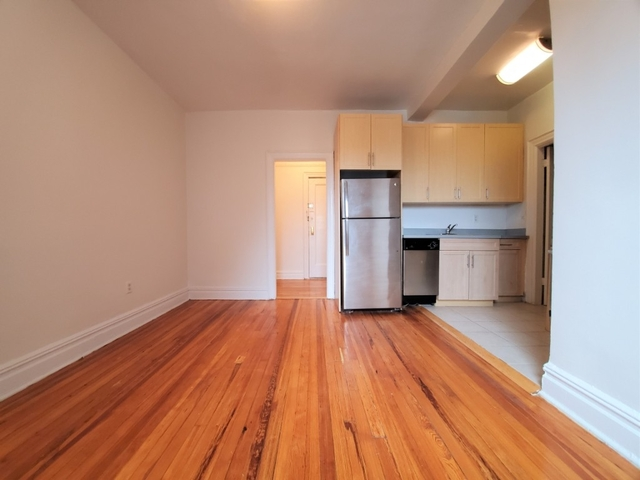 1 Bedroom, Elmhurst Rental in NYC for $1,950 - Photo 2