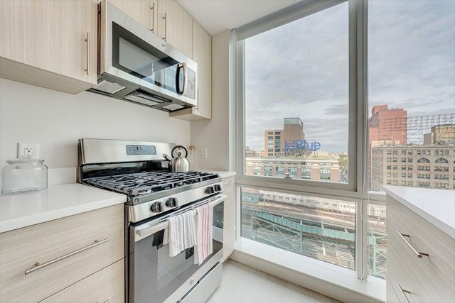 3 Bedrooms, Long Island City Rental in NYC for $6,350 - Photo 1