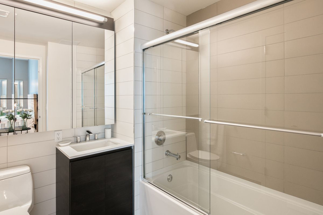3 Bedrooms, Long Island City Rental in NYC for $6,350 - Photo 2