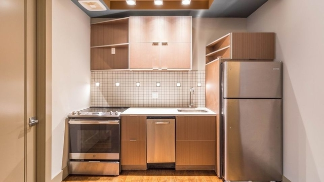 2 Bedrooms, Greenpoint Rental in NYC for $3,180 - Photo 1