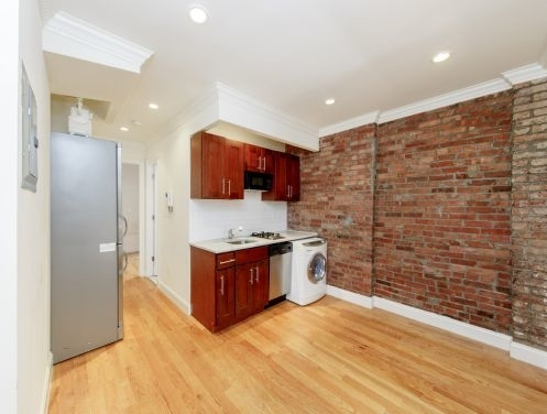 2 Bedrooms, Alphabet City Rental in NYC for $3,117 - Photo 2