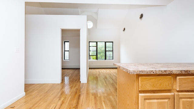 3 Bedrooms, Weeksville Rental in NYC for $2,450 - Photo 2