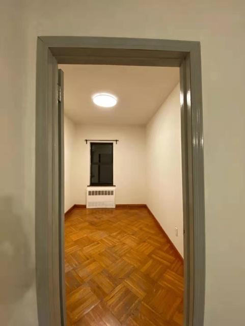 2 Bedrooms, Bensonhurst Rental in NYC for $1,800 - Photo 2