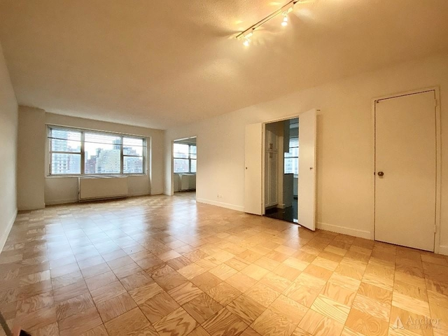 3 Bedrooms, Yorkville Rental in NYC for $6,200 - Photo 1