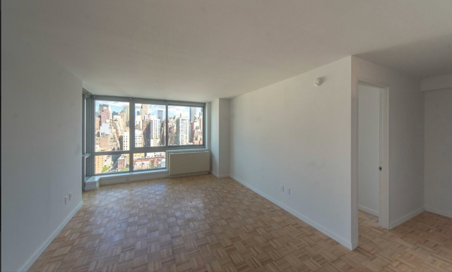 2 Bedrooms, Hell's Kitchen Rental in NYC for $5,115 - Photo 1