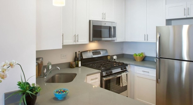 2 Bedrooms, Battery Park City Rental in NYC for $5,490 - Photo 2