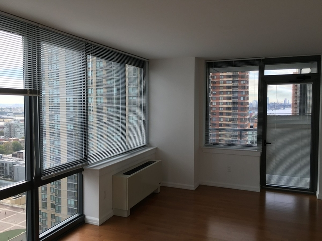 1 Bedroom, Hunters Point Rental in NYC for $3,330 - Photo 2