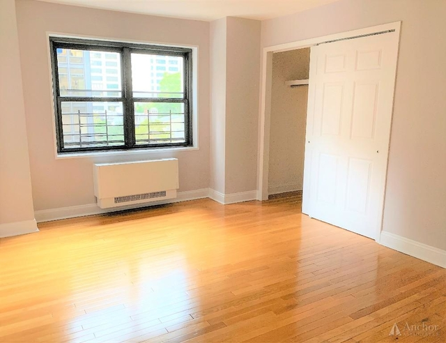 3 Bedrooms, Turtle Bay Rental in NYC for $6,095 - Photo 2