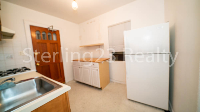 2 Bedrooms, Ditmars Rental in NYC for $2,350 - Photo 2