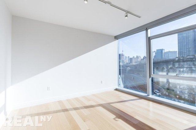 2 Bedrooms, DUMBO Rental in NYC for $5,442 - Photo 2