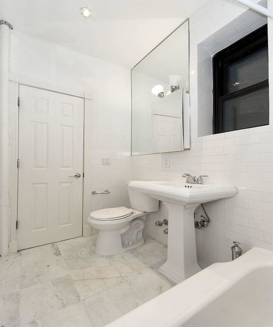 2 Bedrooms, Sutton Place Rental in NYC for $3,650 - Photo 2