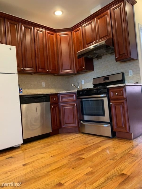 2 Bedrooms, Gravesend Rental in NYC for $2,000 - Photo 2