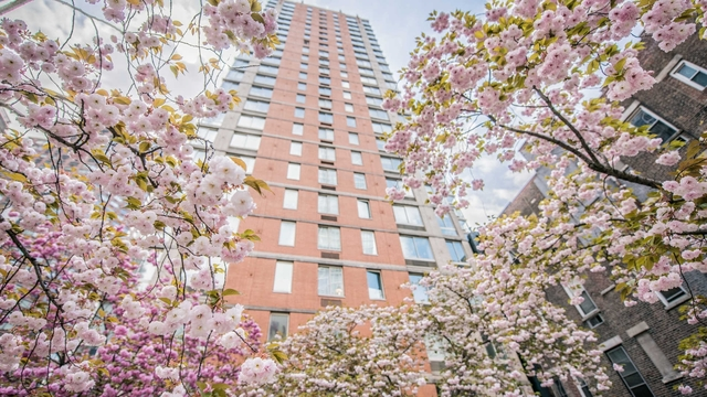 2 Bedrooms, Hell's Kitchen Rental in NYC for $6,742 - Photo 1